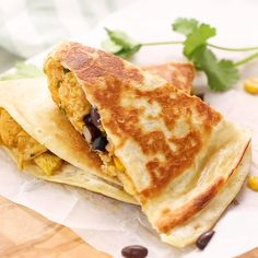 Breakfast Quesadillas packed with scrambled eggs, black beans, corn, and cheddar cheese are a healthy, filling breakfast that can be prepped ahead and frozen. Just 275 calories and 3 Freestyle Smartpoints on Weight Watchers. Great for meal prep. #weightwatchers #mealprep #easyrecipes #breakfastrecipes #slenderkitchen