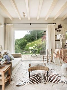 〚 Charming country home with mountain views in Spain 〛 ◾ Photos ◾ Ideas ◾ Design #homedecor #decor #home #ideas #inspiration #tips #cozy #Living #style #space New England, Regency House, Mediterranean Style, Dream Decor, Rustic Charm, Elle Decor, Home Living Room, Farmhouse Style, Home And Family