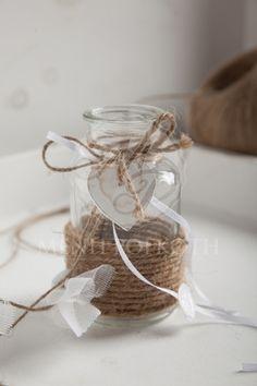 Μπομπονιέρα γάμου γυάλινο βαζάκι με ξύλινη καρδούλα και σχοινί