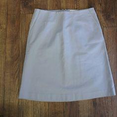 Banana Republic skirt Light gray sz 6 Light gray, comes to about the knee Career skirt  Waist 30 inches laying flat Waist to hem, 29 inches Banana Republic Skirts A-Line or Full
