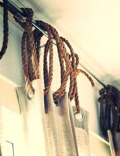 Des cordes pour accrocher ses rideaux #seaside #decor