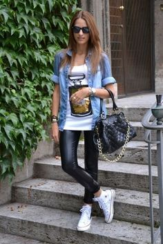 Marry a blue denim shirt with black leather leggings for an outfit that's both neat and comfy. If not sure about the footwear, go with white high top sneakers. Leather Leggings Outfit, How To Wear Leggings, Legging Outfits, Leather Pants, Cheap Leggings, Leggings Sale, Outfit Jeans, Maong Jacket Outfit, Leather Skirts