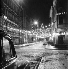Fabianinkatu joulukatuna. Börje Dilen 1949. Helsingin kaupunginmuseo.