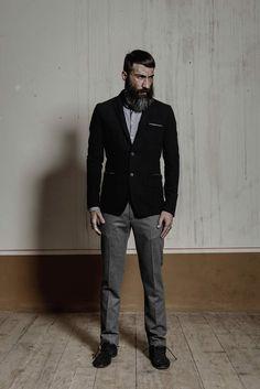 Giacca classica monopetto (composizione: 55% lana, 32% acrilico, 10% poliestere, 3% metallo) http://www.flooly.com/it/giacca-uomo-hotel/16011