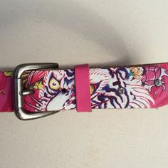 "Pink Ed Hardy belt Worn maybe once or twice. In excellent condition. Size M juniors which measures 29"" to the biggest hole. 33"" to the end of the belt Ed Hardy Accessories Belts"