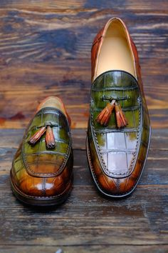 """""""Singapore Sling""""Anew Patina by Alexander Nurulaeff - Dandy Shoe Care for a lucky collector of bespoke shoes from Singapore: Mr.Stay tuned to find out many other spectacular HD images of these extraordinary shoes. Women's Shoes, Shoe Boots, Dress Shoes, Shoes Men, Dress Clothes, Sweater Dresses, Shoes Style, Dress Pants, Leather Loafer Shoes"""