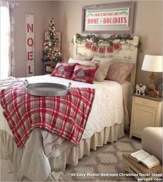 christmas bedroom 40 Cozy Master Bedroom Christmas Decor Ideas - Whereas most of us deck the lounge, hallway, and eating room with lights and ornaments, the bed room usually goes unnoticed. Farmhouse Christmas Decor, Cozy Christmas, Rustic Christmas, Beautiful Christmas, Christmas Bedroom Decorations, Cabin Christmas Decor, Christmas Ideas, Christmas Getaways, Deco Champetre