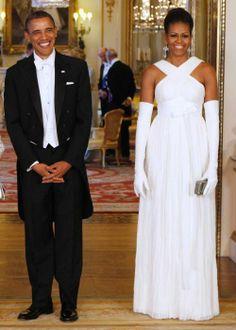 A Londra, nel 2011, per incontrare la regina Elisabetta. L'abito è di Tom Ford.
