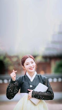 Kpop Girl Groups, Korean Girl Groups, Kpop Girls, Seulgi, Iphone Lockscreen Wallpaper, Velvet Wallpaper, Joy Rv, Red Valvet, Red Velvet Joy