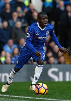 Chelsea's French midfielder N'Golo Kante runs with the ball during the English Premier League football match between Chelsea and West Bromwich Albion at Stamford Bridge in London on December 11, 2016. / AFP / Adrian DENNIS / RESTRICTED TO EDITORIAL USE. No use with unauthorized audio, video, data, fixture lists, club/league logos or 'live' services. Online in-match use limited to 75 images, no video emulation. No use in betting, games or single club/league/player publications. /