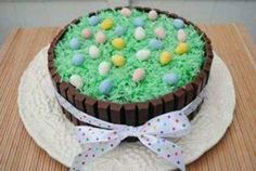 Easter Kit Kat Cake Ingredients: Your favorite cake Icing 22 oz. size) Kit Kat bars Coconut Green food coloring Cadbury Mini Eggs Ribbon Fun for the kids to make. karenakadimples my-favorites Desserts Ostern, Köstliche Desserts, Dessert Recipes, Holiday Treats, Holiday Recipes, Layer Cake Recipes, Easter Dinner, Cake Ingredients, Easter Treats