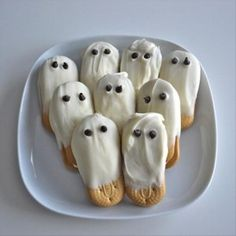 halloween snacks (9) these, idea ritz crackerss dipped in white chocolate!