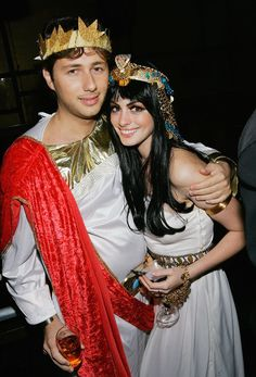 Pin for Later: 55+ Celebrity Couples Halloween Costumes Anne Hathaway and Raffaello Follieri as Greeks