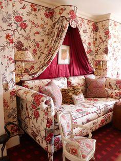 Alex Papachristidis New York apartment. Old Fashioned Dressing Room.