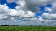 Zomerse wolkenlucht boven Sloten