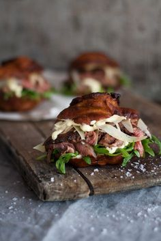 These Vetkoek Steak Sliders with Horseradish Mayo is a new take on the classic vetkoek, which has got to be one of the most honest foods ever created. Braai Recipes, Beef Recipes, Cooking Recipes, Barbecue Recipes, Fun Recipes, Burger Recipes, Mexican Recipes, Dessert Recipes, Dinner Recipes