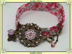 Bracelet Printemps estampe Fleur liberty rose et blanc perles de verre et laiton bronze : Bracelet par lydeedeco