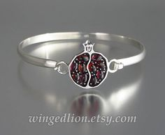 JUICY POMEGRANATE bracelet was designed and crafted by the artist and jewelry designer Sergey Zhiboedov (my husband). This sterling silver hook-and-eye bangle bracelet features a sterling silver pomegranate with 10 oval garnet cabochons (3x5 mm each). The pomegranates back is textured and is hallmarked with the artist logo and 925 for sterling silver. The bracelet width is 3.9mm and approximately 7.75 (19.5cm) long. The wrist shown on the photos has 6 circumference. Please check the wrist…
