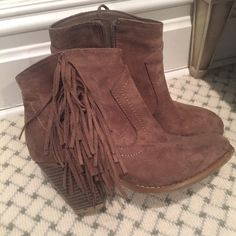 Brown Fringe Booties Amazing condition! From Forever 21. Sam Edelman replicas of their booties. Size 7. Worn 2 or 3 times. Super cute for any season!! Forever 21 Shoes Ankle Boots & Booties