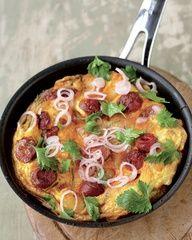 Potato and chorizo omelette with a kinda parsley salad.This omelette is a cross between a Spanish tortilla and an Italian frittata. Its Spanish because of the chorizo and potato, but a little Italian too because I like to finish it off in the oven instead of on the hob, so it puffs up like a souffl. It has all the things I love in it potatoes, sausage and eggs.(Jamie Oliver)