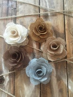 Flores de arpillera por MandKsDesigns en Etsy