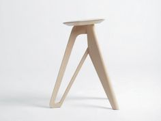 Tripod A handcrafted stool created by South Korean designer Eunjin Jung. Wooden Furniture, Home Furniture, Furniture Design, Wood Stool, Diy Holz, Furniture Inspiration, Wood Design, Tripod, Chair Design