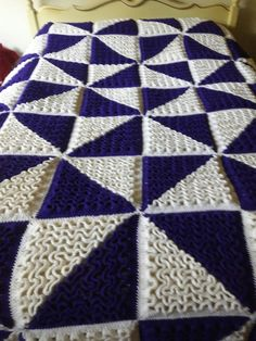 Knit manalua bedspread, queen