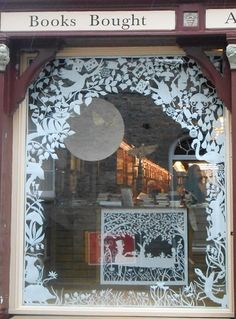 Beautiful paper cutting work at this site! Christmas Window Display, Christmas Store, Xmas, Window Art, Window Decals, Retail Windows, Store Windows, Store Window Displays, Window Graphics