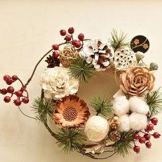 松を取り入れると、お正月らしくなりますね。日本のお正月のお飾りや おせち料理は外国には無い 自慢出来る文化ですよね。 . #ハニーガーデン #花 #リース #花のある暮らし #フラワーアレンジメント #アーティフィシャルフラワー #プリザーブドフラワー #アトリエ #花屋 #flower #wreath #honeygarden  #インテリア  #手仕事 #ハンドメイド #ナチュラル #しめ縄  #お飾り #お正月 #お正月リース #oshougatsu #japan #お正月飾り #松 #和 #japonism