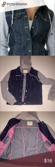 Thread & supply hooded denim & fleece jacket This super cute hooded jacket is in perfect condition! It has grey fleece arms and hood, and the inside is lined with adorable hot pink gingham French seams. Size Med. thread & supply Jackets & Coats Jean Jackets
