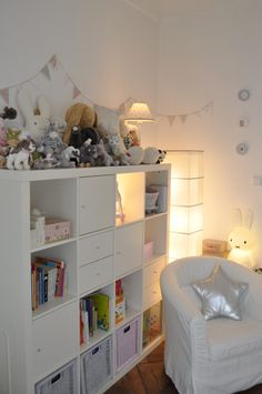 Inspiration bookshelf / fluff and pennant garland - Babyzimmer - Kinderzimmer Ideen Baby Bedroom, Girls Bedroom, Ikea Kids, Toy Rooms, Little Girl Rooms, Bedroom Storage, Kid Spaces, Room Inspiration, Kids Room