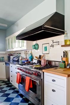I have a thing for checkered floors and drooling over stove.