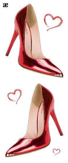 El amor siempre llega en color rojo y en forma de zapatos para San Valentín.