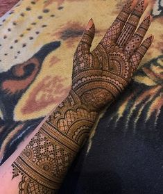 Top Latest Simple and Easy Mehndi Designs 2020 - mehendi designs - Henna Italia Wedding Henna Designs, Indian Henna Designs, Engagement Mehndi Designs, Latest Bridal Mehndi Designs, Full Hand Mehndi Designs, Mehndi Designs 2018, Mehndi Design Photos, Mehndi Designs For Beginners, Simple Mehndi Designs