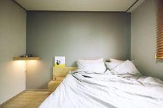 [홈라떼] 경기도 광주 신혼부부의 15평 전세집 홈스타일링: homelatte의  침실 Interior, Furniture, Home Decor, Decoration Home, Indoor, Room Decor, Home Furnishings, Interiors, Home Interior Design