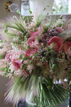 Pastel swaying bouquet. Designed by Yukinobu Fujino