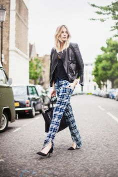 e14438ffcb4e How to wear plaid. Head to wear tartan Plaid Fashion, Skirt Fashion, Street