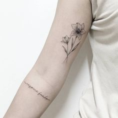 Find the tattoo artist and the perfect inspiration to get your tattoo. - Tattoo created by artist Jéssica Luz (jessicaluztattoo), from Rio de Janeiro. Fine and delicate wr - Tiger Lily Tattoos, Lily Flower Tattoos, Flower Tattoo Arm, Tattoos Skull, Body Art Tattoos, Sleeve Tattoos, Tatoos, Pretty Tattoos, Unique Tattoos