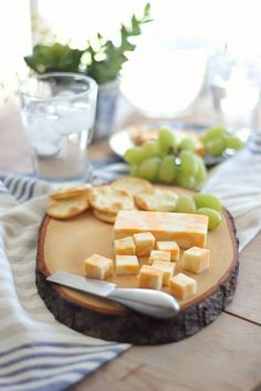 Cutting boards are not only practical kitchen must-haves, but are also a beautiful way to present food at events or gatherings and make cute gifts.  Transforming an old tree stump into a cutting board is just a matter of cutting the tree stump into slabs and allowing the wood to completely dry…