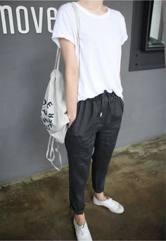 drawstring cropped pants + white tee  +backpack