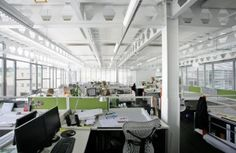 Optimal lighting in the workplace: desk lamps and office lighting - Decoration Top Interior Design Blogs, Blog Design, Corporate Office Design, Office Pictures, Open Office, Light And Space, Office Lighting, Office Interiors, Light Decorations