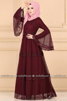 Volan Kol Tül Elbise Bordo Harika Model Source by nnislanbhaai Stylish Dresses For Girls, Dress Clothes For Women, Casual Dresses, Fashion Dresses, Abaya Designs, Dress Style Pakistani, Abaya Mode, Hijab Stile, Moslem Fashion