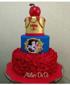 Baby Snow White, Snow White Cake, White Birthday Cakes, Snow White Birthday, Disney Princess Birthday Party, Birthday Parties, Beauty And Beast Birthday, White Cakes, Disney Cakes