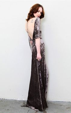 i own this in black!!! wore it to prom my senior year! love love loooveeee