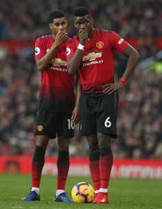 Marcus Rashford and Paul Pogba of Manchester United discuss taking a free kick during the Premier League match between Manchester United and Huddersfield Town at Old Trafford on December 2018 in. Get premium, high resolution news photos at Getty Images Manchester United Wallpaper, Manchester United Players, Football Is Life, Football Boys, Football Players, Ronaldo Juventus, Psg, Cristiano Ronaldo, Football Images
