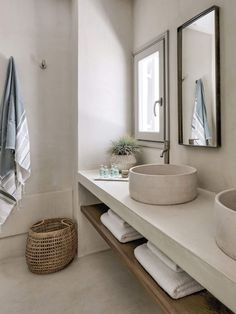 Bathroom space Phos House by Stone & Walls, Greek Islands est living Bad Inspiration, Bathroom Inspiration, Interior Inspiration, Interior Ideas, Modern Bathroom Decor, Bathroom Interior Design, Bathroom Wall, Bathroom Ideas, Master Bathroom