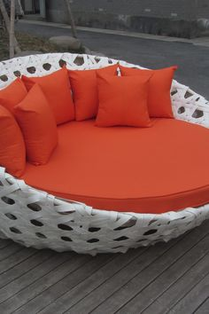 Outdoor Daybed with Toss Pillows in White/Orange. Wouldn't that look great by my pool. Outdoor Daybed, Outdoor Furniture, Outdoor Decor, Outside Living, Outdoor Living, Villa, Interior Exterior, Toss Pillows, My Dream Home
