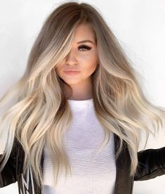 Stunning ideas of balayage hair colors and highlights for long hair to wear in Balayage is one of those colors which are suitable with various hair lengths and hair textures. So choose here these shades of balayage colors to polish your personality. Brown Blonde Hair, Blonde With Dark Roots, Blonde Hair For Brunettes, Blonde Hair For Pale Skin, Cool Toned Blonde Hair, Winter Blonde Hair, Blonde Brunette, Black Hair, Blonde Tips