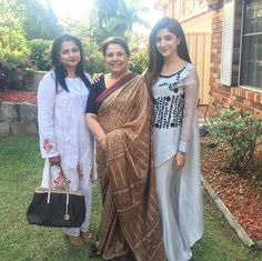Mawra Hocane with two Gorgeous Ladies! #MawraHocane #Beautiful #Lovely #Cutest #Pretty