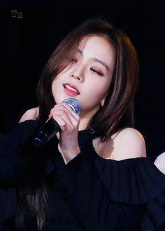"""견우직녀달🌙닷새 on Twitter: """"181014 BBQ super consert  ᵂᴼᵂ....👀  #BLACKPINK #블랙핑크 #JISOO #지수 #ROSÉ #JENNIE #LISA… """" Blackpink Jisoo, 2ne1, South Korean Girls, Korean Girl Groups, Black Pink ジス, Blackpink Members, Shows, Look At You, Korean Singer"""